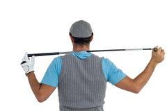 Vista posterior del jugador de golf que detiene a un club de golf Fotografía de archivo