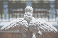 Vista posteriore della statua di angelo Immagine Stock
