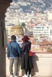 Vista posteriore di giovani coppie nell'amore fotografie stock