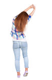 Vista posteriore di stare la giovane bella donna della testarossa Fotografia Stock