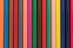 Vista próxima de lápis coloridos em seguido Foto de Stock Royalty Free