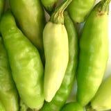 Vista próxima de pimentões verdes frescos fotos de stock