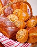 Vista próxima de produtos doces da padaria imagem de stock