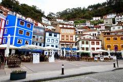 Vista principal del pueblo pesquero de Cudillero, uno de los puntos más hermosos de la región de Asturias foto de archivo
