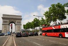 Vista que vê a excursão Paris - Arc de Triomphe do barramento Fotos de Stock Royalty Free