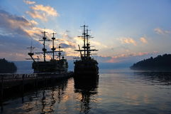 Vista que vê navios no lago Ashi, Japão imagens de stock royalty free