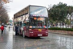 Vista que vê o ônibus de turista Imagens de Stock