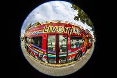 Vista que vê o ônibus em Liverpool Imagens de Stock