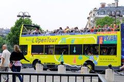 Vista que ve el viaje París del omnibus Imágenes de archivo libres de regalías