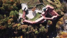 Vista a?rea al castillo hist?rico Pieskowa Skala cerca de Krak?w en Polonia almacen de metraje de vídeo