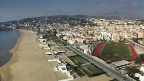 Vista a?rea de la costa costa de Gaeta, Italia metrajes