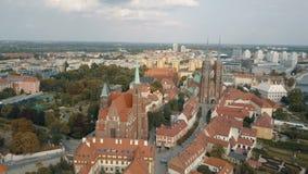Vista a?rea de la isla de la catedral en Wroclaw, Polonia almacen de video