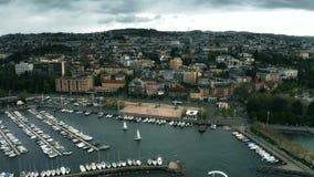 Vista a?rea de la orilla de Lausanne y del lago Lem?n, Suiza metrajes