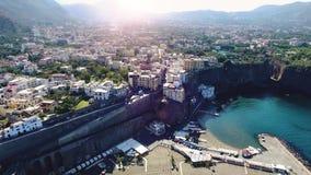 Vista a?rea de la playa de la meta de la costa de Sorrento, concepto del viaje, espacio para el texto, concepto del viaje de Euro metrajes