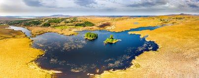 Vista a?rea de na Leabhar de Mhin Leic do Loch - Lough de Meenlecknalore - perto de Dungloe no condado Donegal, Irlanda fotografia de stock royalty free