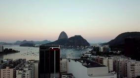 Vista a?rea de Rio de Janeiro, el Brasil Monta?a del pan de az?car y playa de Botafogo Cristo el redentor almacen de metraje de vídeo