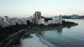 Vista a?rea de Rio de Janeiro, el Brasil Monta?a del pan de az?car y playa de Botafogo Cristo el redentor metrajes
