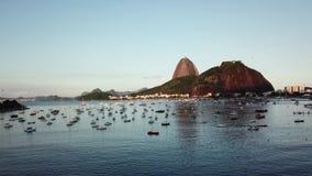 Vista a?rea de Rio de Janeiro, el Brasil Monta?a del pan de az?car y playa de Botafogo Cristo el redentor almacen de video