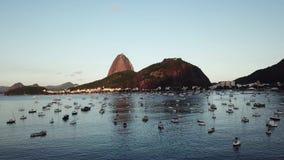 Vista a?rea de Rio de Janeiro, el Brasil Tiempo de la puesta del sol almacen de metraje de vídeo