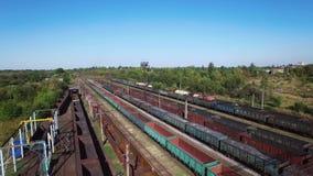 Vista a?rea de trens em um dep?sito de frete - carv?o de carv?o, minera??o, trem filme