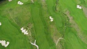 Vista a?rea del campo de golf almacen de metraje de vídeo