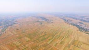 Vista a?rea del campo de trigo y del pueblo, Xi'an, China almacen de video