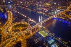 Vista a?rea del puente de Nanpu, centro de la ciudad de Shangai, China Distrito y centros de negocios financieros en ciudad elega imagen de archivo