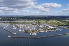 Vista a?rea del puerto de Broendby, Dinamarca imagenes de archivo
