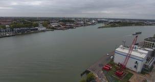 Vista a?rea do guindaste industrial no porto, dordrecht, Pa?ses Baixos filme