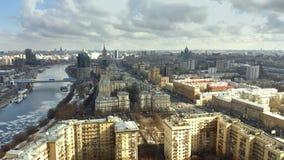 Vista a?rea do rio de Moscou e do Kutuzovsky Prospekt, uma avenida radial principal em Moscou R?ssia filme