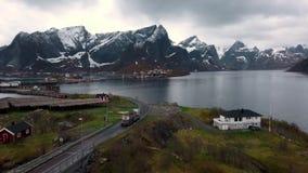 Vista a?rea em ilhas de Lofoten em Noruega, destino popular do turista a?reo filme