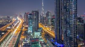 Vista a?rea hermosa de la 'promenade' y del canal del puerto deportivo de Dubai con los yates y los barcos flotantes antes de la  metrajes