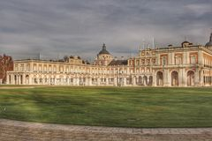 Vista real do palácio em Aranjuez fotos de stock