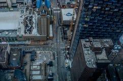 Vista regional de ruas e de arranha-céus da cidade fotos de stock royalty free