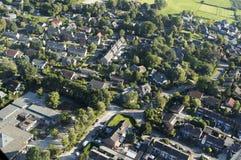 Vista em uma cidade holandesa de um helicóptero Fotos de Stock Royalty Free