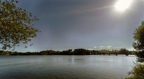 A vista retroiluminada de um lago formado por um pântano chamou Cecebre em Galic Fotos de Stock Royalty Free