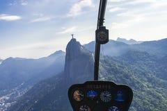 Vista Rio de Janeiro dell'aria di flyover dell'elicottero immagini stock libere da diritti