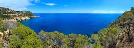 Vista rocciosa Spagna della costa del mare di estate Fotografia Stock Libera da Diritti