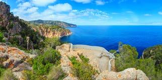 Vista rocciosa Spagna della costa del mare di estate Immagini Stock