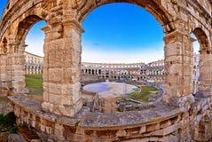 Vista romana storica dell'anfiteatro di Pola dell'arena immagine stock