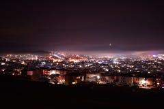 Vista romantica della cittadina da una cima immagine stock
