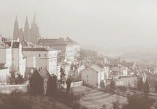 Vista romantica su Praga da sopra Carta tonificata seppia nel retro stile d'annata immagine stock libera da diritti