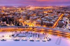 Vista rosa ed arancio di notte di una città Immagine Stock