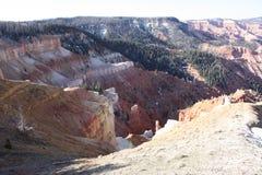 Vista rossa del deserto della montagna fotografie stock libere da diritti