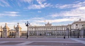 Vista a Royal Palace di Madrid Immagini Stock
