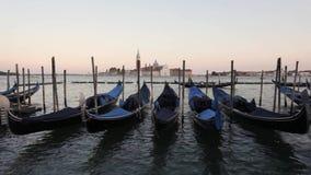 Vista a San Giorgio Maggiore Veneza, gôndola Veneza, Itália video estoque