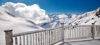 Vista sbalorditiva alle alpi austriache nella ricerca famosa dello sci dell'arena di Zillertal Immagini Stock Libere da Diritti