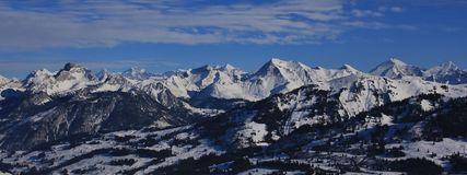 Vista sbalorditiva dall'area dello sci di Rellerli, Svizzera Immagine Stock