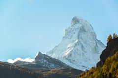 Vista sbalorditiva del Cervino in alpi svizzere Immagine Stock