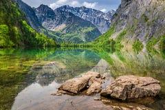 Vista sbalorditiva del lago Obersee, alpi della montagna Fotografia Stock